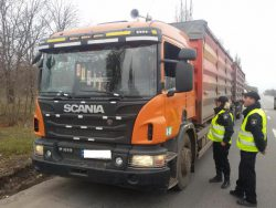 При рейде дорожная полиция проверяет ряд документов, которые необходимы на транспортном маршруте