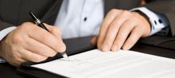 Прежде чем подписывать страховые документы, нужно внимательно изучить все пункты договора или полиса.