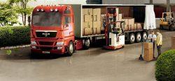 Для погрузки и разгрузки сборных грузов более удобны магистральные фуры с боковым открыванием тента или фургона.