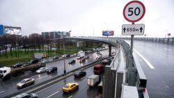Знак «50», который раньше устанавливался для ограничения скорости на некоторых городских автомагистралях, теперь не обязателен.