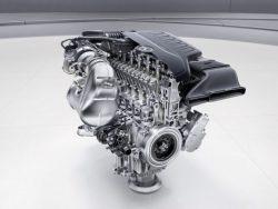 Трехлитровый бензиновый двигатель «Мерседес» мощностью 408 лошадиных сил.