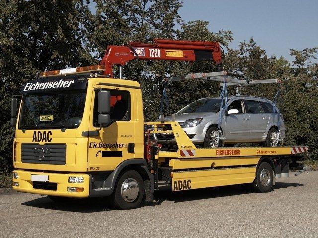 Платформа и манипулятор обычного эвакуатора рассчитаны на вес и габариты легковой машины.