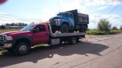 Транспортировка грузовика с полной погрузкой на платформу