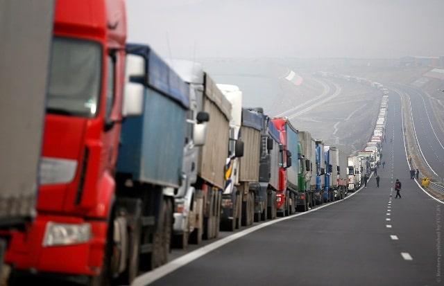 Очередь грузового автотранспорта на белорусской границе.