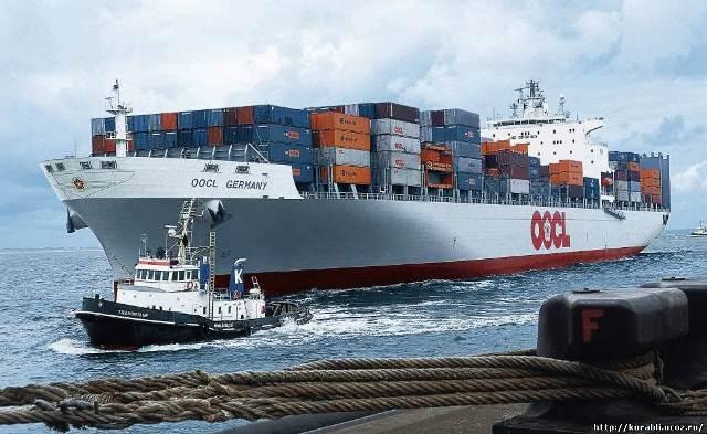 Специальное судно для контейнерных морских перевозок.