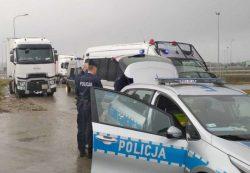 Проверка дальнобойщика польским дорожным патрулем.