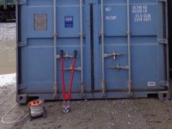 Опломбированный международный контейнер.