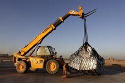 Вилочный погрузчик, применяемый для транспортировки нестандартных по размеру материалов.