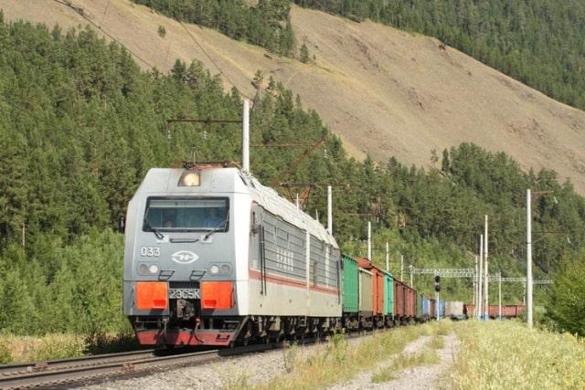 Товарный железнодорожный состав