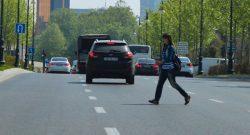 Нередко нарушителями ПДД являются сами пешеходы.